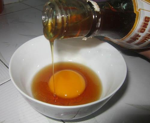 dùng lòng đỏ trứng gà